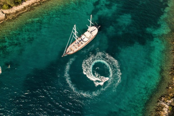 Unwritten yacht charter etiquette for guests